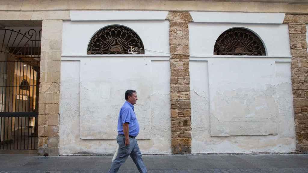 El propietario de 'Sabores de Paterna' recorriendo Cádiz para tranquilizar a sus clientes