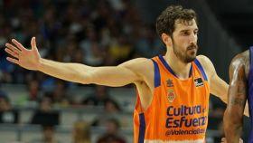 Vives celebra una canasta durante el Barça Lassa - Valencia Basket