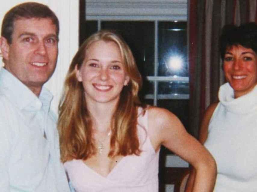El príncipe Andrés junto a Virginia Roberts Giuffre.