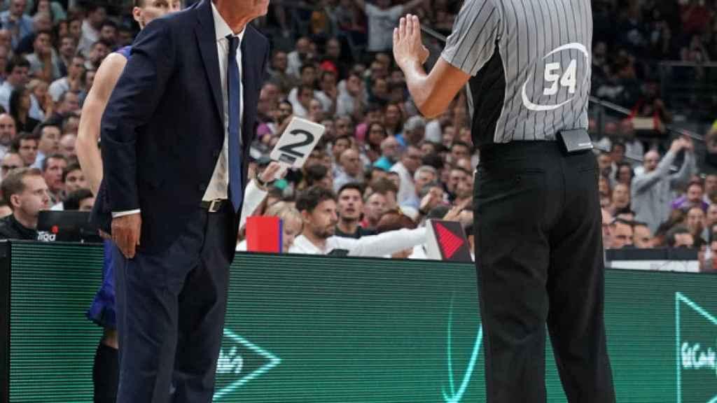 Técnica a Pesic durante El Clásico de la Supercopa ACB. Foto: ACB Media