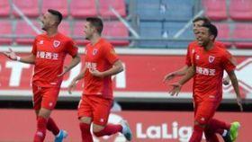 Los jugadores del Numancia celebran un gol en su partido ante el Elche. Foto: Twitter (@GusLedes)