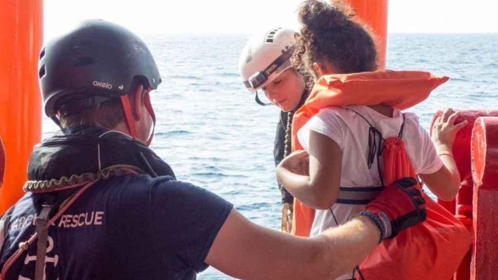 Migrantes en el interior del Ocean Viking.