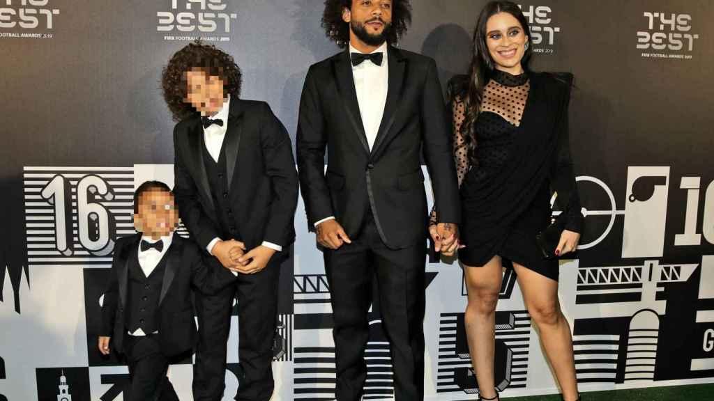 Marcelo junto a su esposa y sus hijos en los premios The Best.