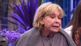 La colaboladora ha charlado con Antonio David sobre la familia de Rocío Jurado.