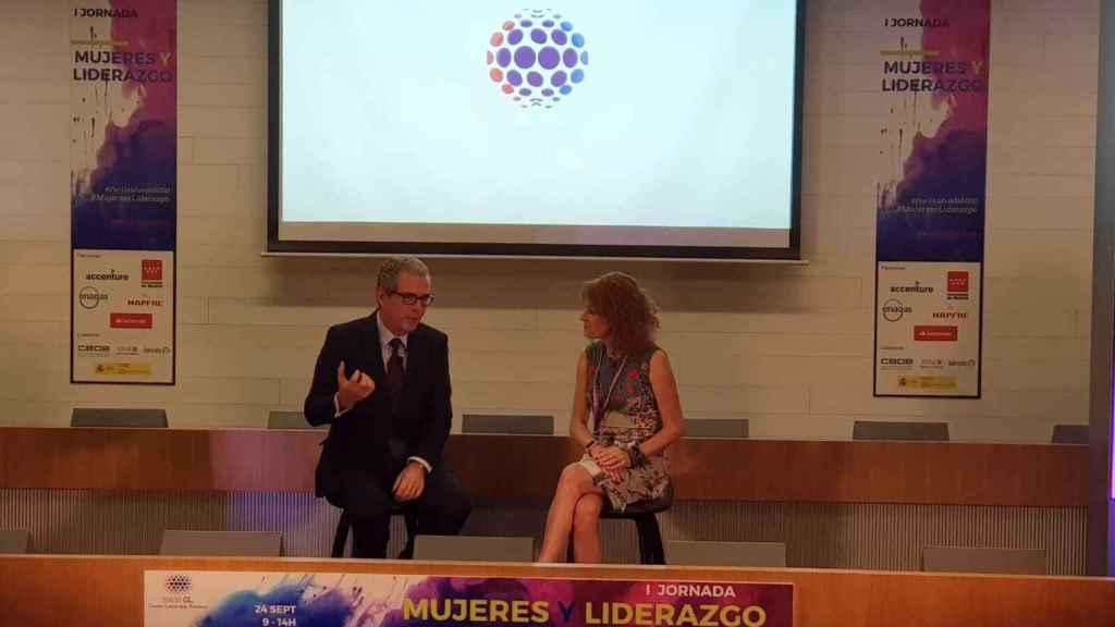 Pablo Isla, presidente de Inditex y Gloria Lomana, presidenta de 50&50 GL.