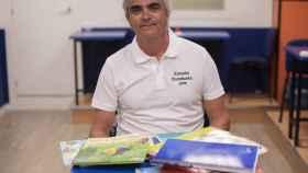 Juan Hortal mantiene la tesis de que los niños no tiene que estar obligados a aprender a leer y escribir antes de los seis años.