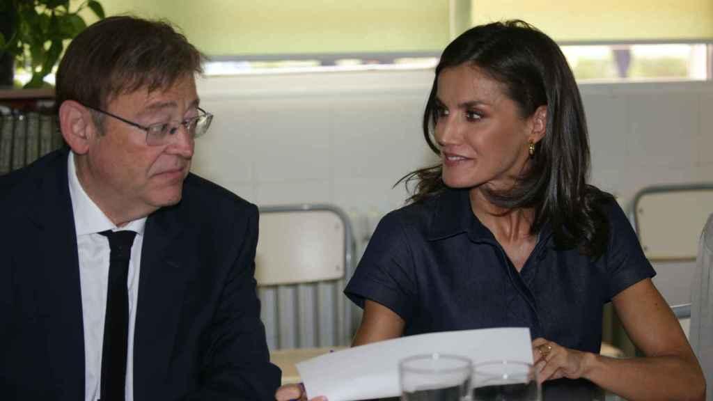 Ximo Puig y la reina Letizia, con anillo de Karen Hallam.