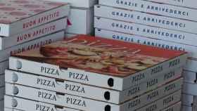 Unas cajas de pizza.