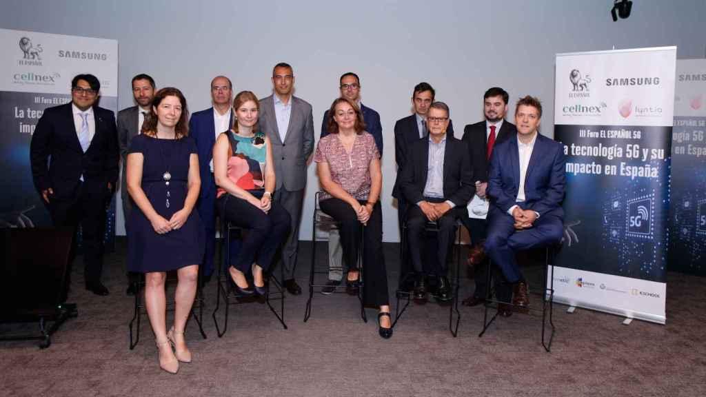 Foto de familia momentos antes de dar comienzo el III Foro EL ESPAÑOL 5G, 'La tecnología 5G y su impacto en España'.