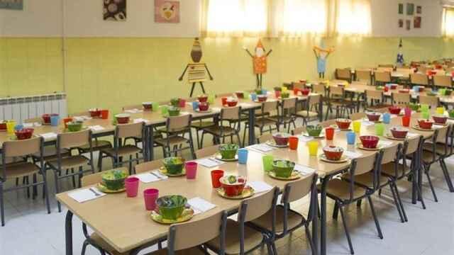 El desayuno está listo en este comedor escolar