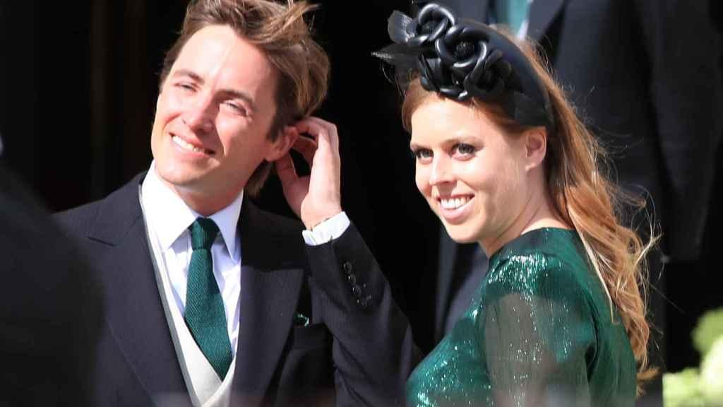 La princesa Beatriz de York junto a su prometido en la boda de Ellie Goulding y Caspar Jopling.