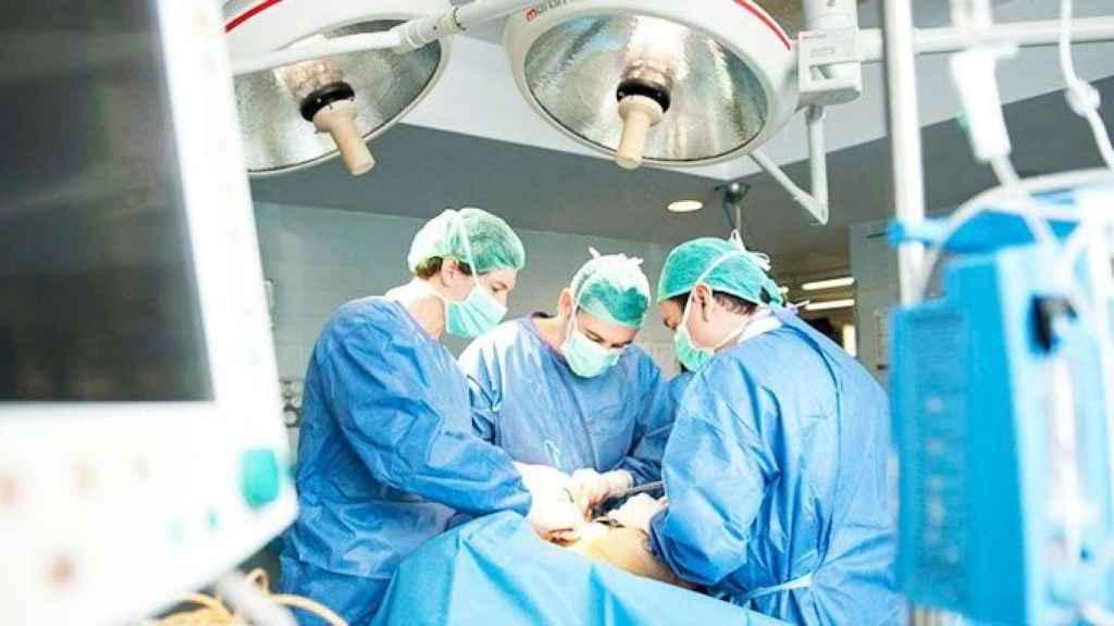La joven ingresó en un hospital de Milán con un derrame cerebral.