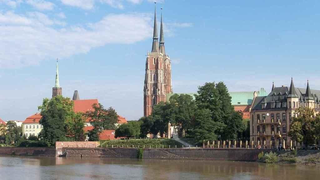 La ciudad de Wroclaw vista desde el río Óder.