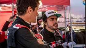 Marc Coma y Fernando Alonso. Foto Twitter (@TOYOTA_GR)
