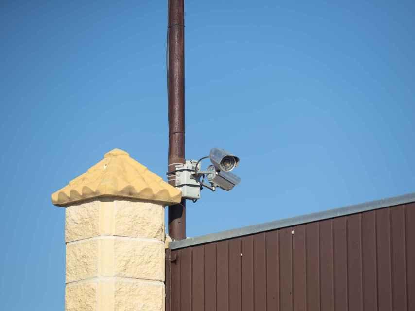 La vivienda está protegida con un sistema de cámaras de videovigilancia.