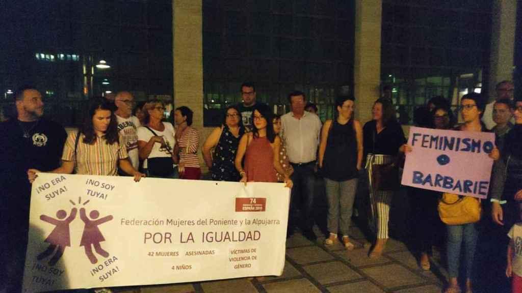 Concentración organizada por la Federación de Mujeres del Poniente y la Alpujarra por la Igualdad.