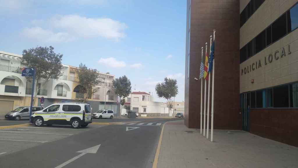 Imagen del exterior de las dependencias de la Policía Local de El Ejido.