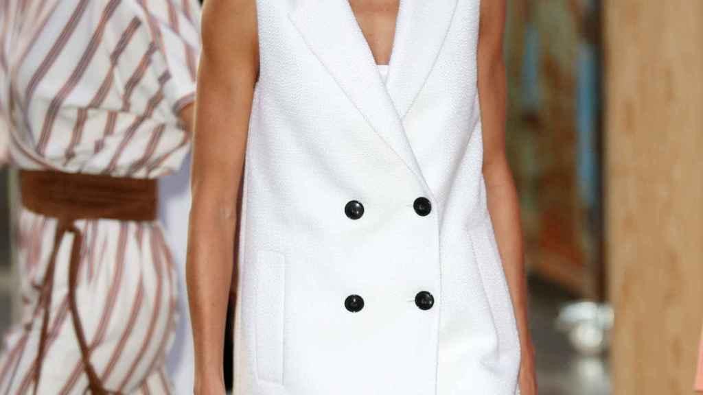 La reina Letizia ha lucido un chaleco blanco en su evento de evento de este viernes.