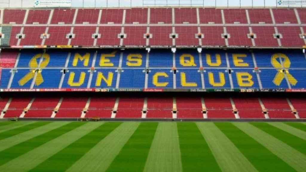 El mensaje en las gradas del Camp Nou. Foto: goteo.org/mesqueunllac