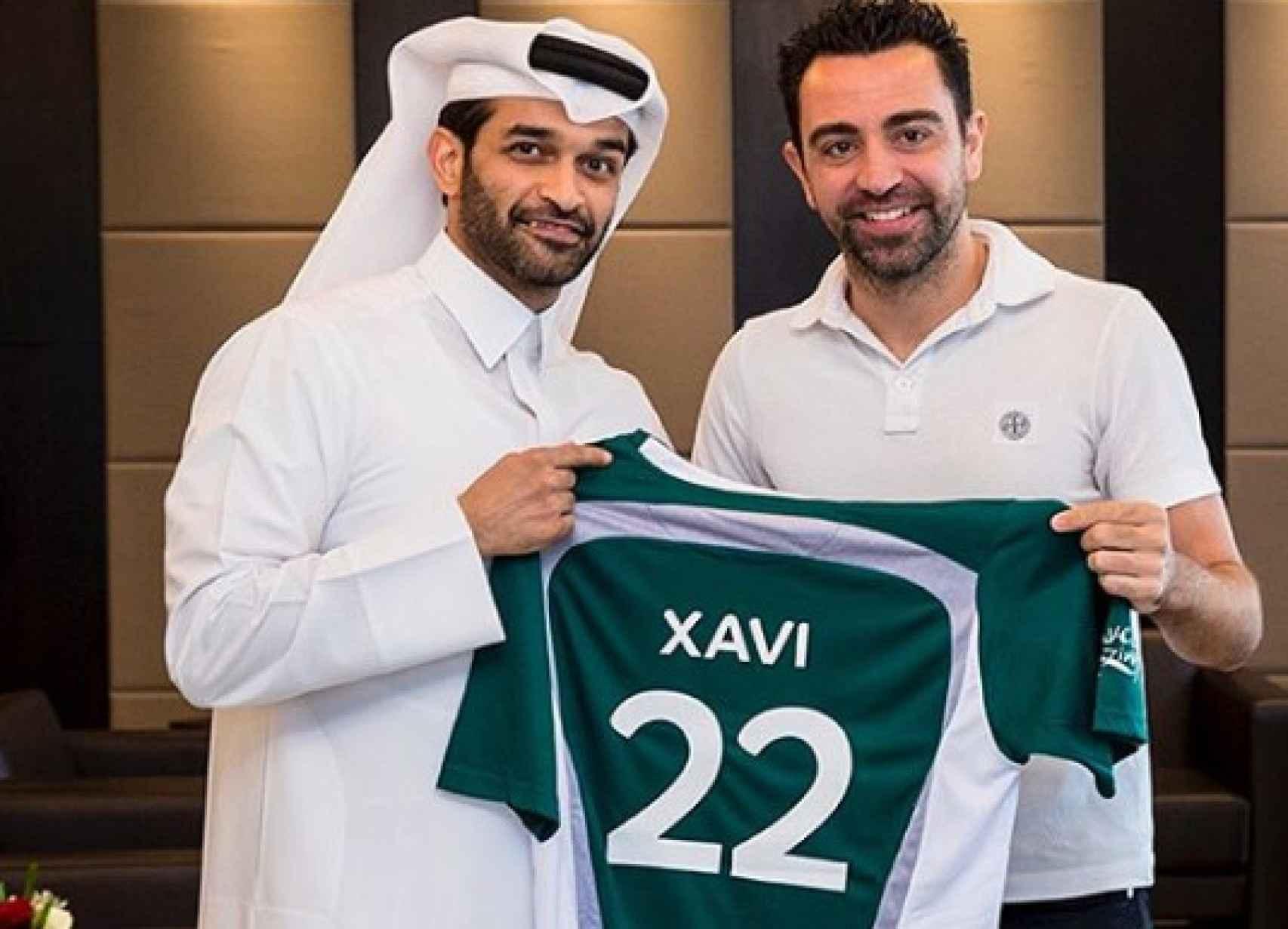 Xavi renovando como embajador del polémico mundial de Qatar de 2022.