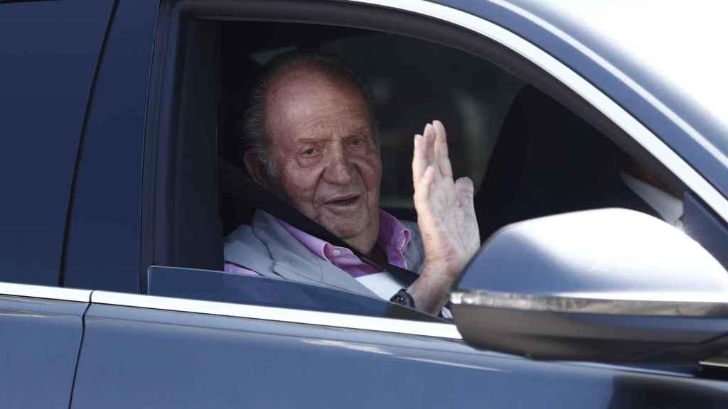 El rey Juan Carlos al salir del hospital tras ser operado del corazón.