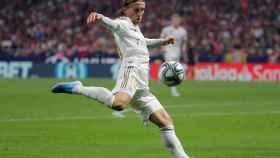 Luka Modric, en el derbi madrileño entre Atlético y Real Madrid