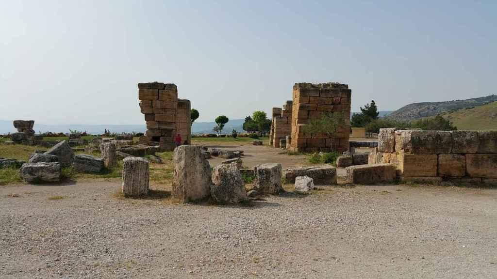 Las ruinas de Hierápolis son la otra atracción turística en Pumakkale.