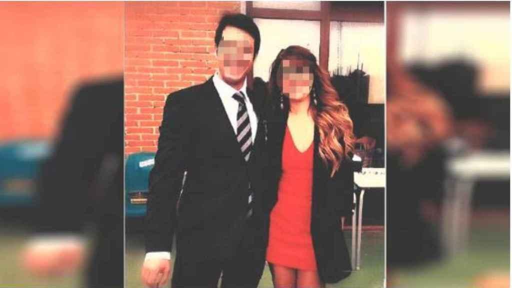 Foto del juez y su exmujer aportada por el demandante./