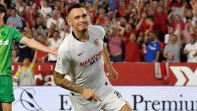 Lucas Ocampos celebra su gol ante la Real Sociedad.