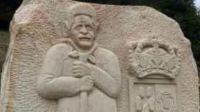 Escultura del presidente cántabro en la localidad donde nació