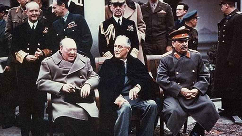 De izquierda a derecha: Churchill, Roosevelt y Stalin (1945).