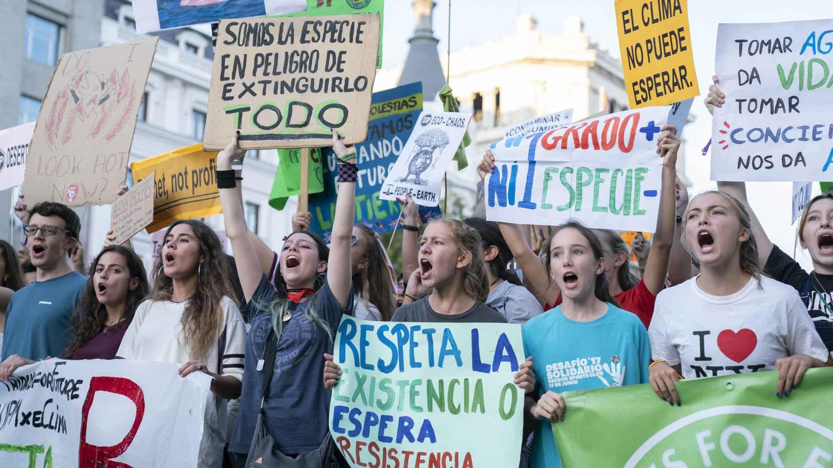Manifestantes contra la crisis climática el viernes 27 de septiembre en Madrid.