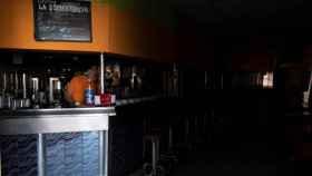Imagen de un bar sin luz en la isla de Tenerife