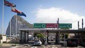 La verja que comunica la colonia de Gibraltar con el territorio español.