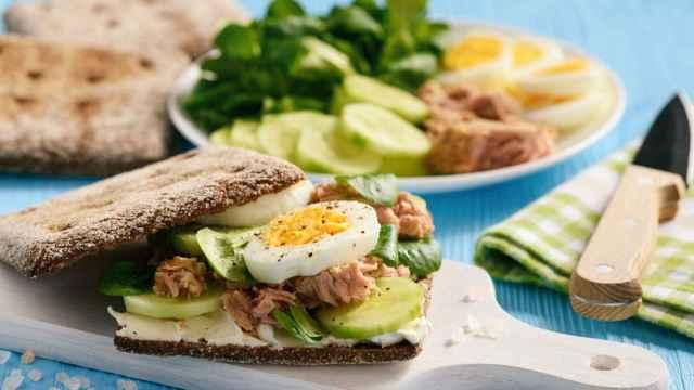 Sándwich de atún y huevo, receta de cena fácil y rápida