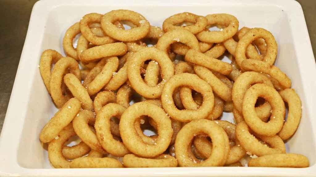 Los calamares a la romana son uno de los platos fritos más populares en España.