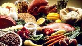 Un grupo de alimentos saludables básicos para nuestra alimentación.