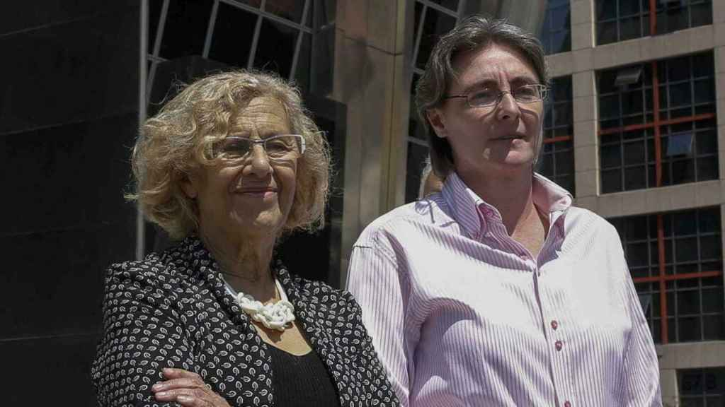 Marta Higuera junto  Manuela Carmena