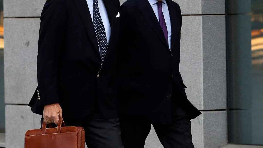 Emilio Saracho y su abogado.