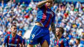 Roger celebra un gol del Levante en La Liga