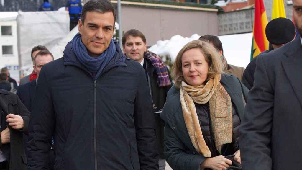 Pedro Sánchez y Nadia Cavliño, a su llegada al foro económico de Davos (Suiza), en enero.