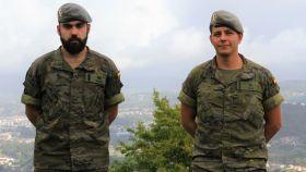 Los soldados Daniel Gómez y Richard Ríos, de la BRILAT, en su base de Pontevedra.