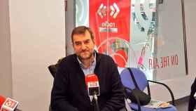 Salvador Montañana, alcalde de Guadassuar, ante los micrófonos de CV Radio, en Valencia.