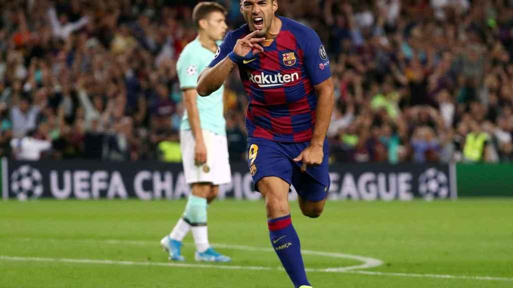 Luis Suárez celebrando un gol en un partido del FC Barcelona de Champions League.