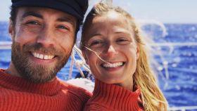 James Middleton junto a su futura mujer en una imagen de su red social.