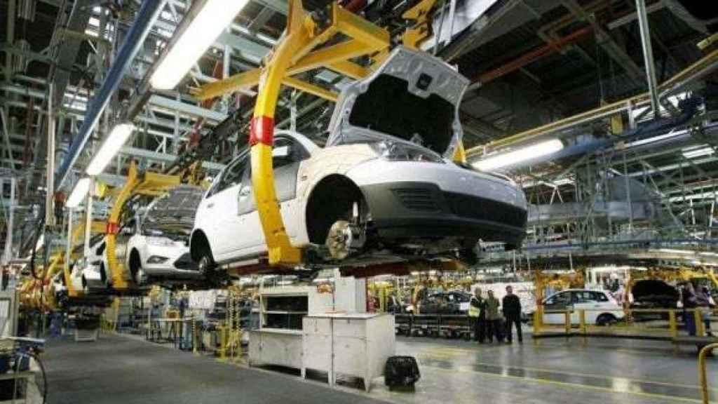 La industria del automóvil es una de las más afectadas por el ERE de Ford. Imagen de una fábria de la automovilística.