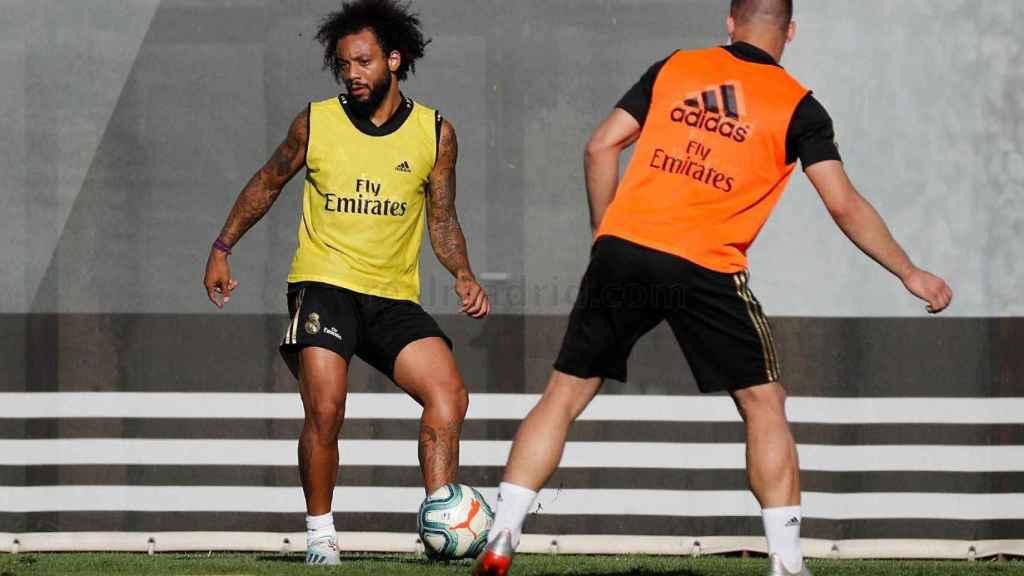 Marcelo entrenándose con el Real Madrid.
