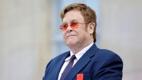 Elton John está a punto de publicar su autobiografía 'Me'.