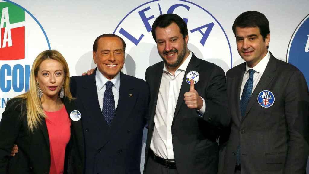 Giorgia Meloni, Silvio Berlusconi y Matteo Salvini durante la campaña electoral de 2018.