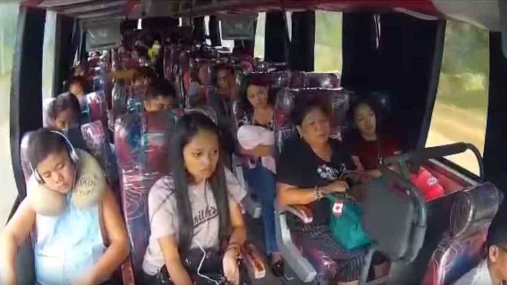 Imagen del interior del autobús justo antes del accidente